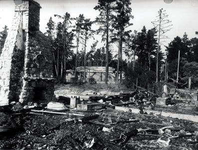 A fire destroys The Lodge in 1917