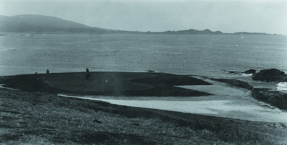 This shot captures play during the 1925 California State Amateur. One large bunker wraps around a slimmed-down L-shaped green.